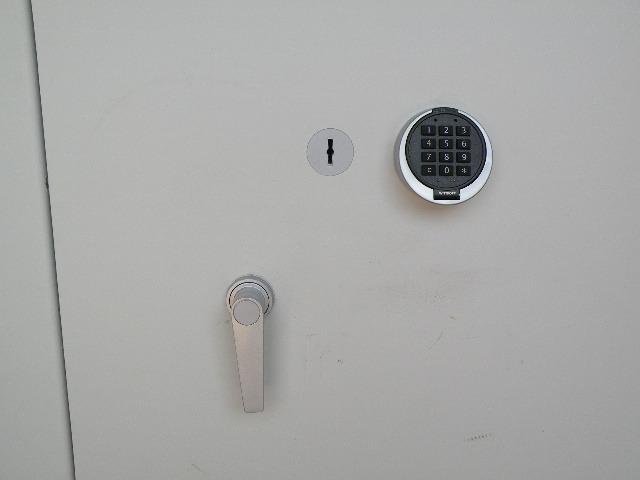 Sleutelslot inkl. 2 sleutels EN 1300 klasse A en electronisch verstelbaar cijferslot EN 1300 klasse B